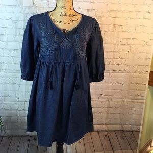 b. Boutique denim smock w embroider detail size M